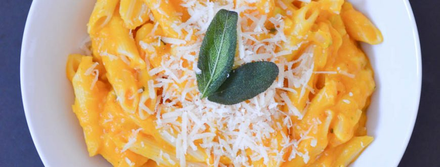 Cremige Butternusskürbis-Pasta mit Salbei